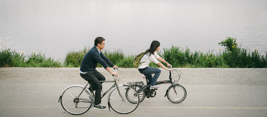 16 seattle-lake-bike-ride-couple