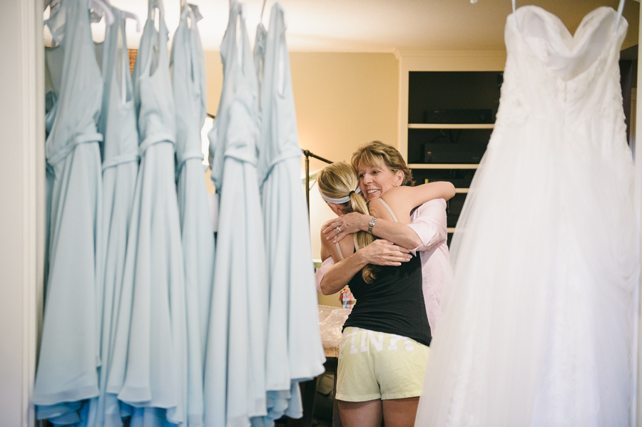 15-wedding-dresses-hugs