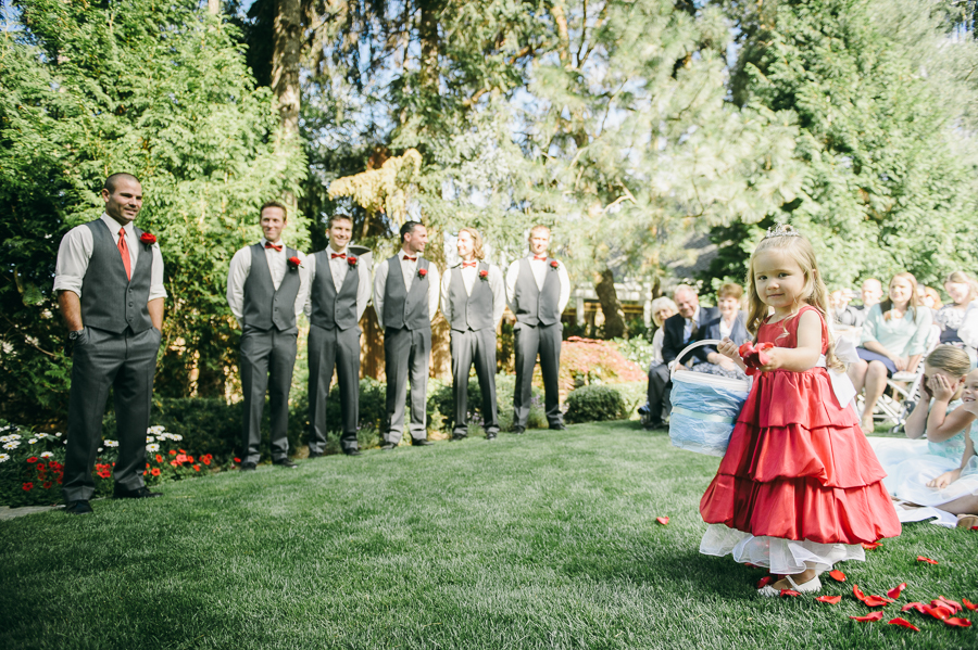 42-seattle-wedding-flower-girl
