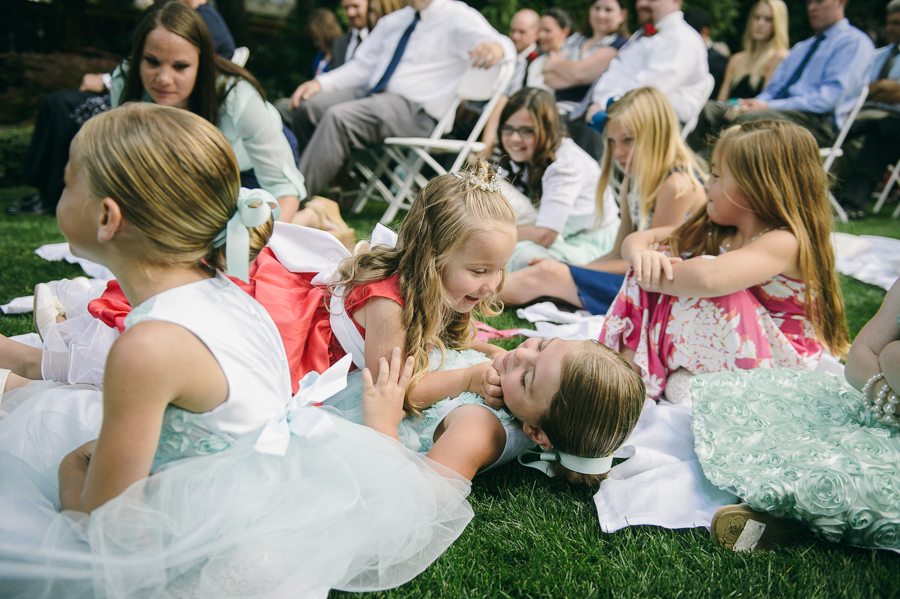 54-seattle-wedding-cute-flower-girls-moment