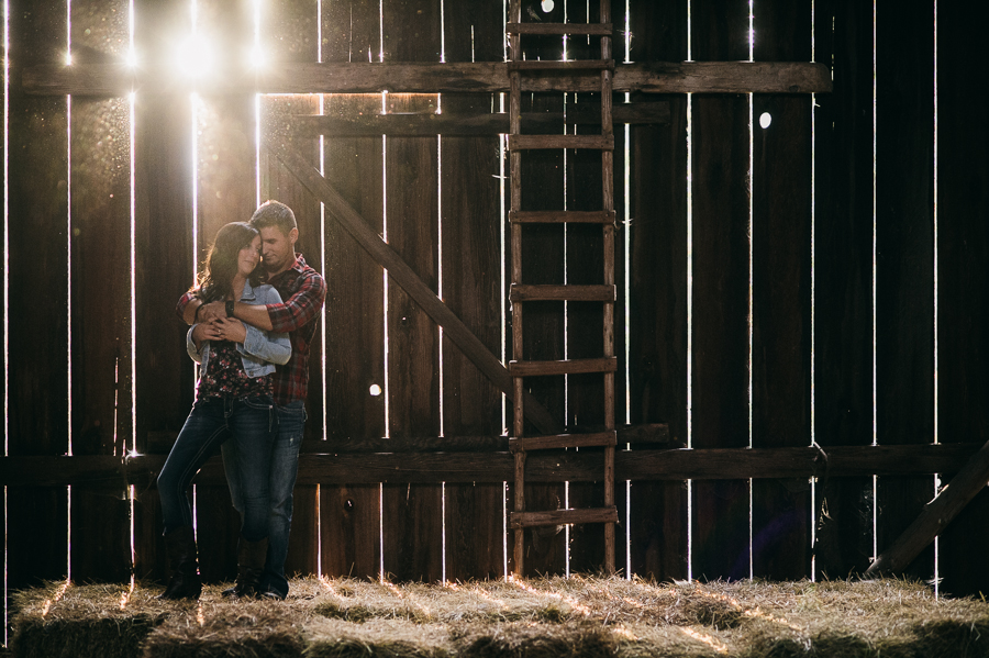 3 creative old barn engagement