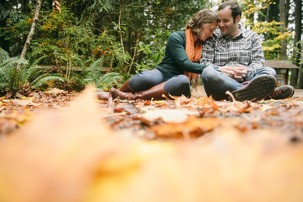 4-engagement-session-fall-leaves