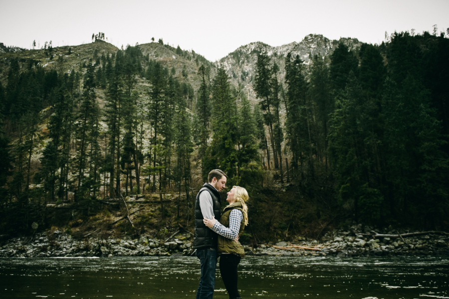 13-leavenworth-snowy-mountains-and-river-engagement