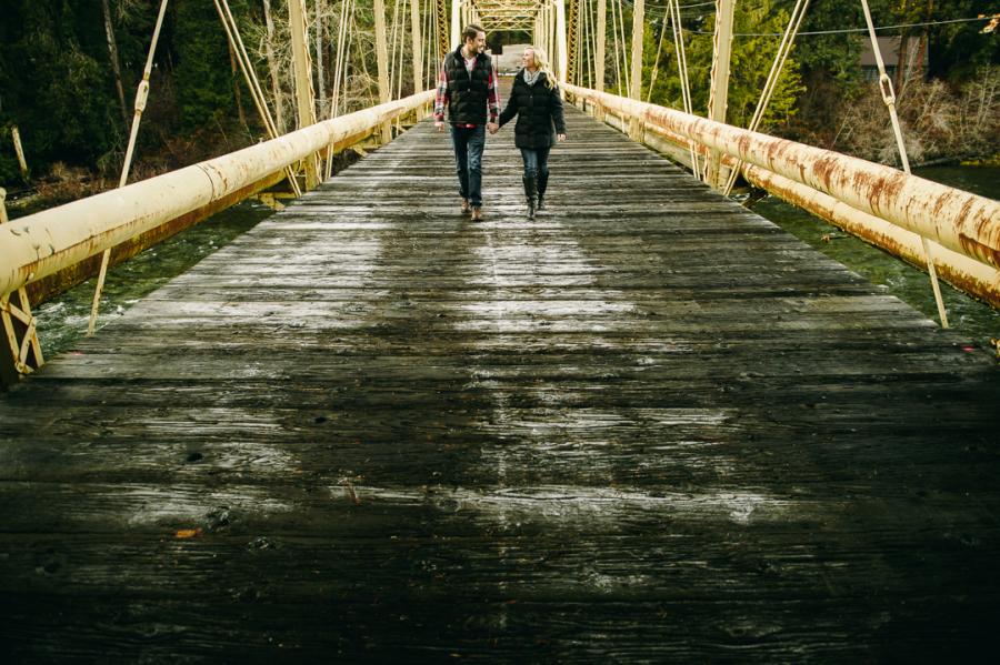 7-old-bridge-in-leavenworth-engagement