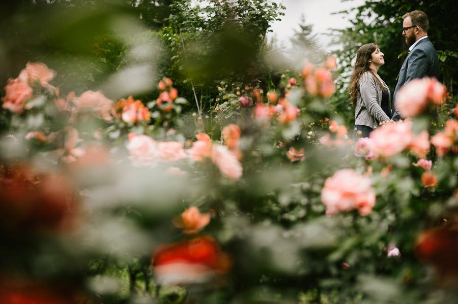 10-portland-rose-garden-engagement-session
