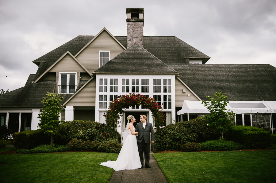 cloudy-oregon-golf-club-summer-wedding-01