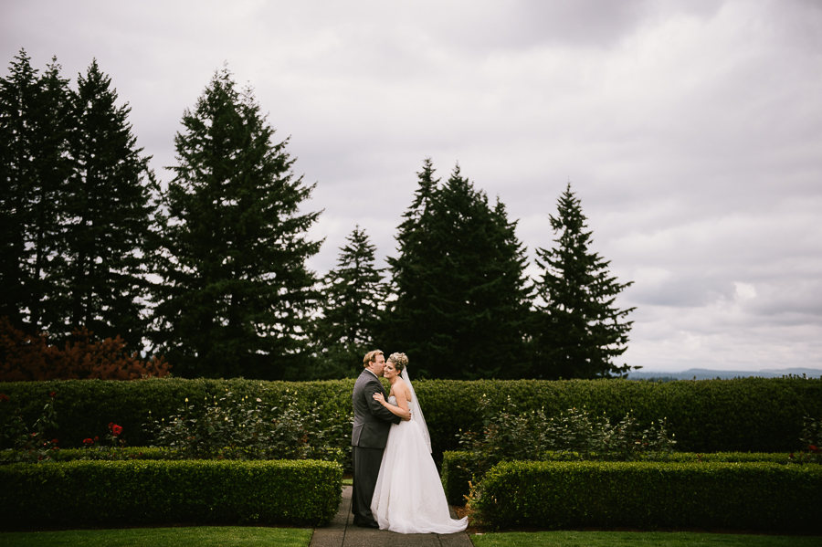 cloudy-oregon-golf-club-summer-wedding-33