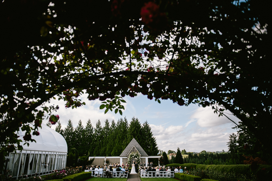 cloudy-oregon-golf-club-summer-wedding-41