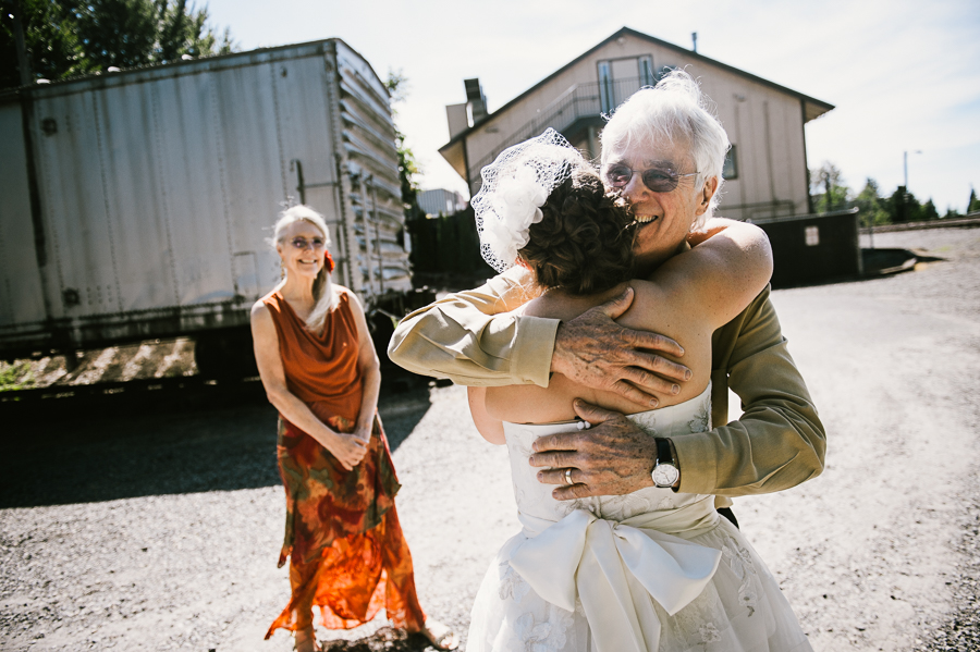 troutdale-house-wedding-photojournalism-22