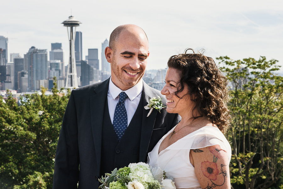 kerry-park-seattle-skyline-elopement-wedding-14