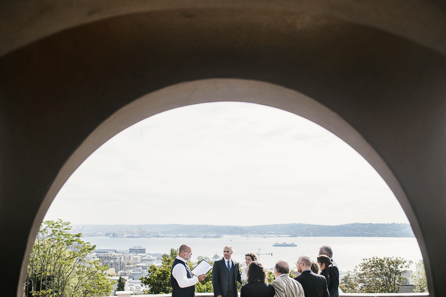 kerry-park-seattle-skyline-elopement-wedding-20