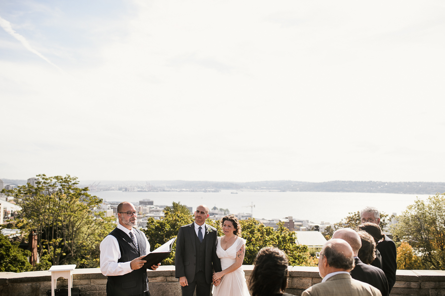 kerry-park-seattle-skyline-elopement-wedding-25