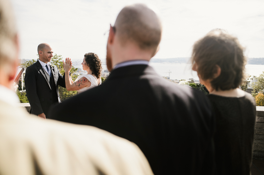kerry-park-seattle-skyline-elopement-wedding-30
