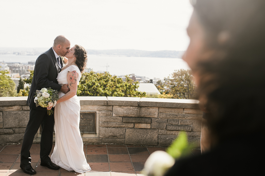kerry-park-seattle-skyline-elopement-wedding-32