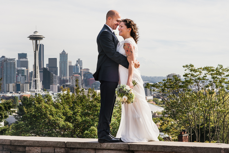 kerry-park-seattle-skyline-elopement-wedding-41