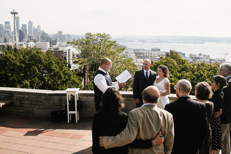 kerry-park-seattle-skyline-elopement-wedding-6