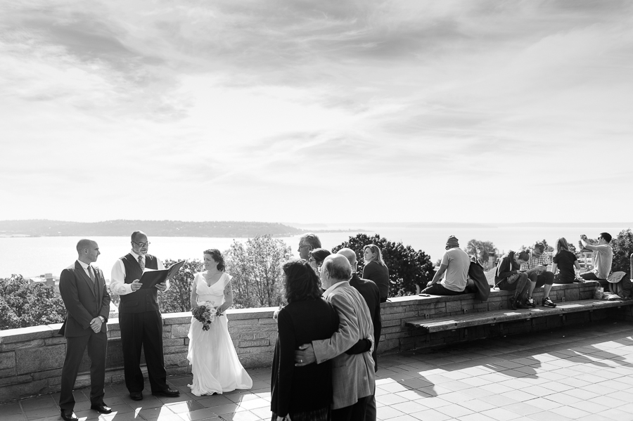 kerry-park-seattle-skyline-elopement-wedding-9