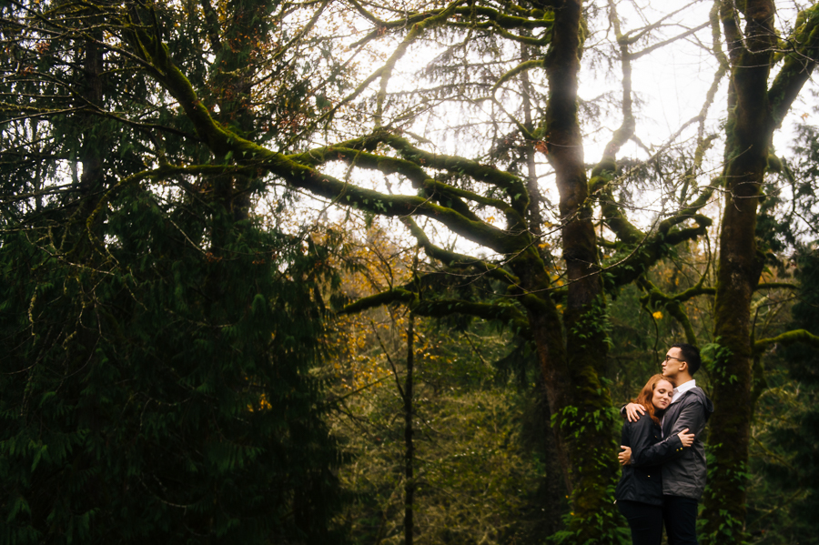 snoqualmie-falls-fall-rainy-engagement-session-14