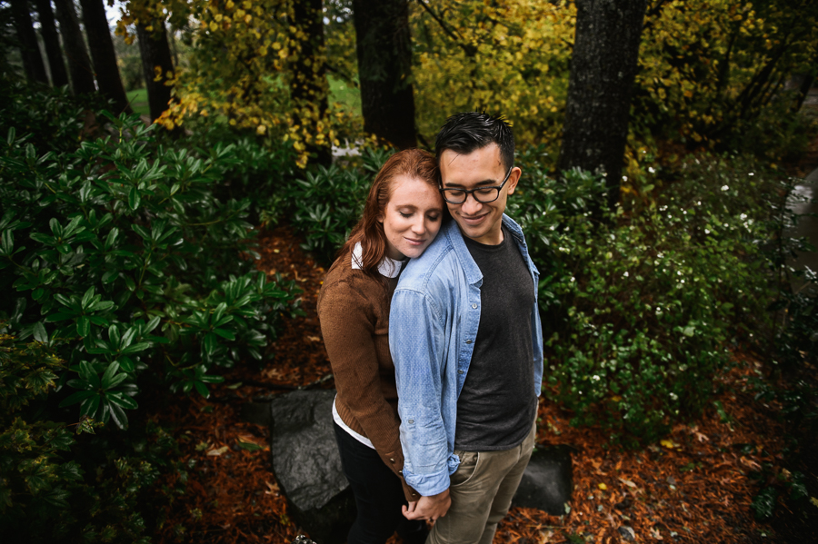 snoqualmie-falls-fall-rainy-engagement-session-4