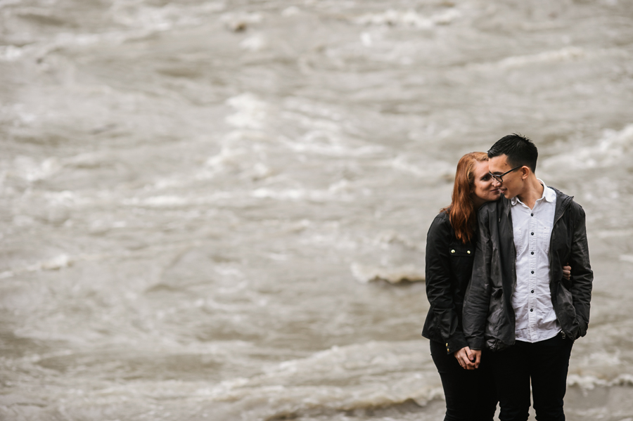 snoqualmie-falls-fall-rainy-engagement-session-7