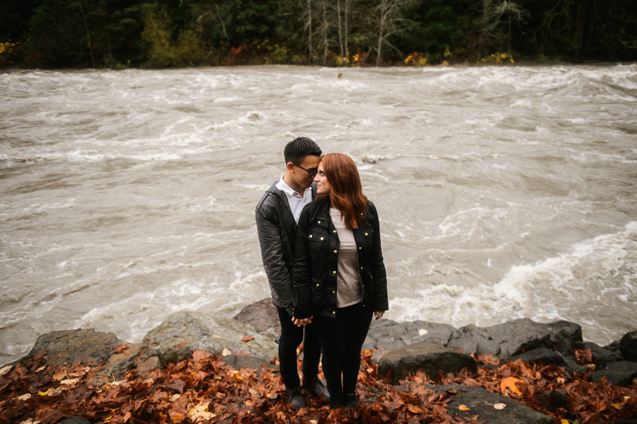 snoqualmie-falls-fall-rainy-engagement-session-9