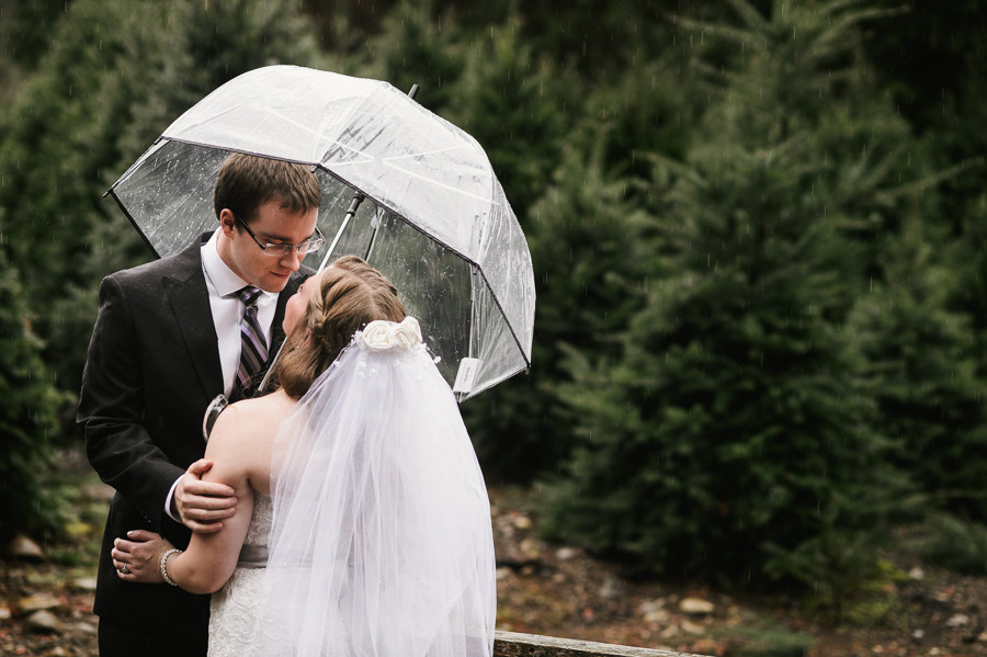 trinifty-tree-farm-fall-rainy-wedding-21
