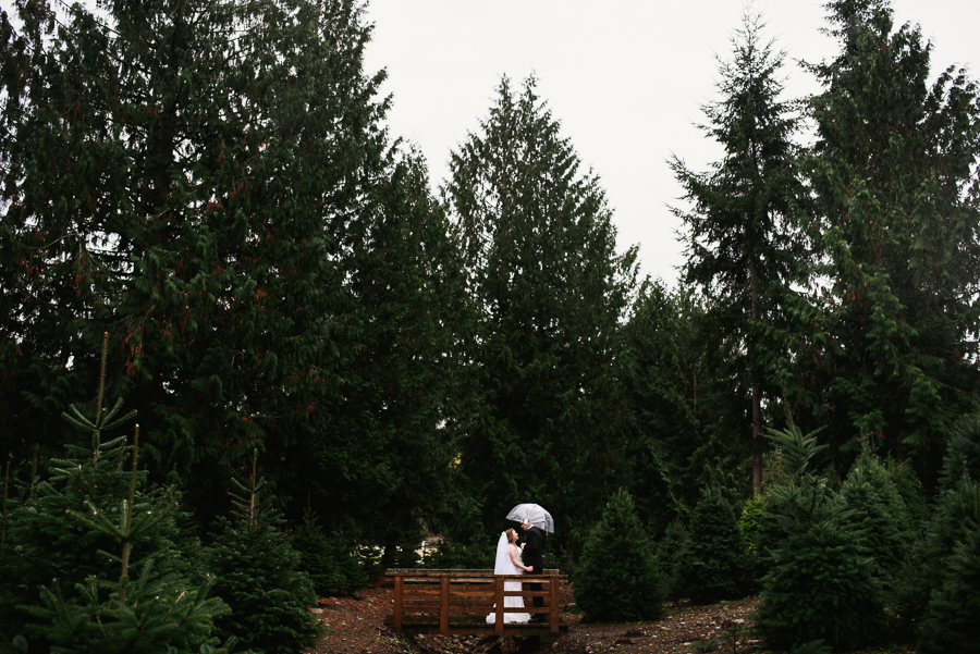 trinifty-tree-farm-fall-rainy-wedding-23