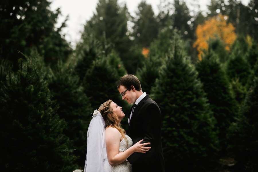 trinifty-tree-farm-fall-rainy-wedding-27