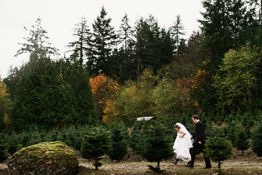 trinifty-tree-farm-fall-rainy-wedding-29