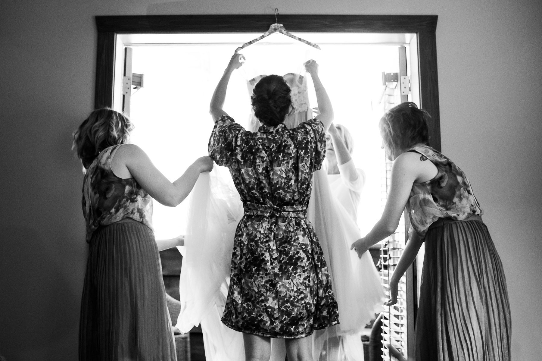 bride getting in dress at lakedale resort