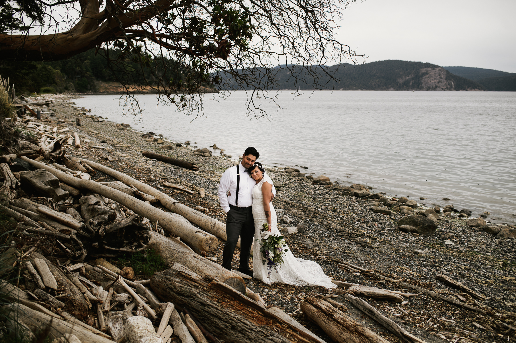 san juan island drift wood wedding photography