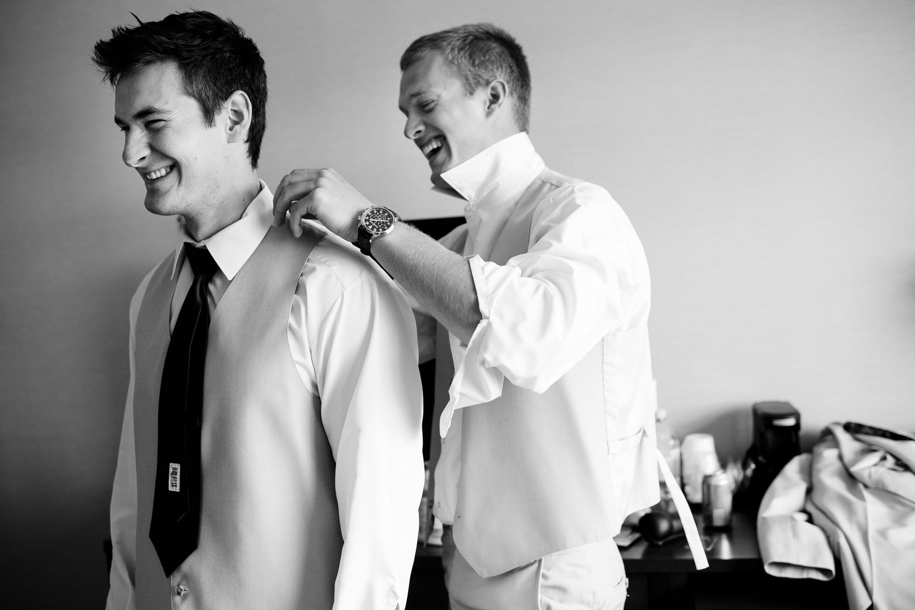 groomsmen moment
