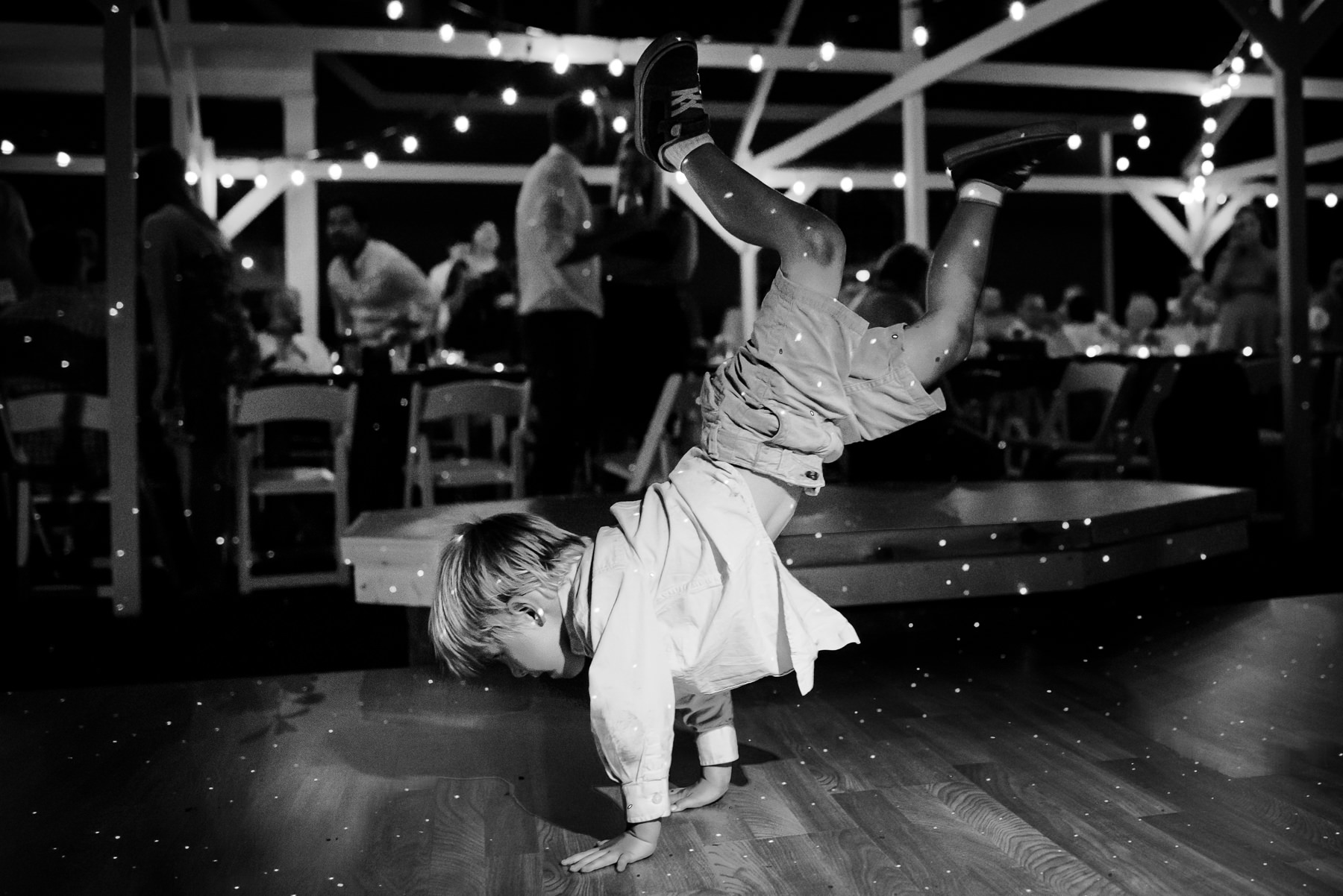 amazing kid dancing wedding