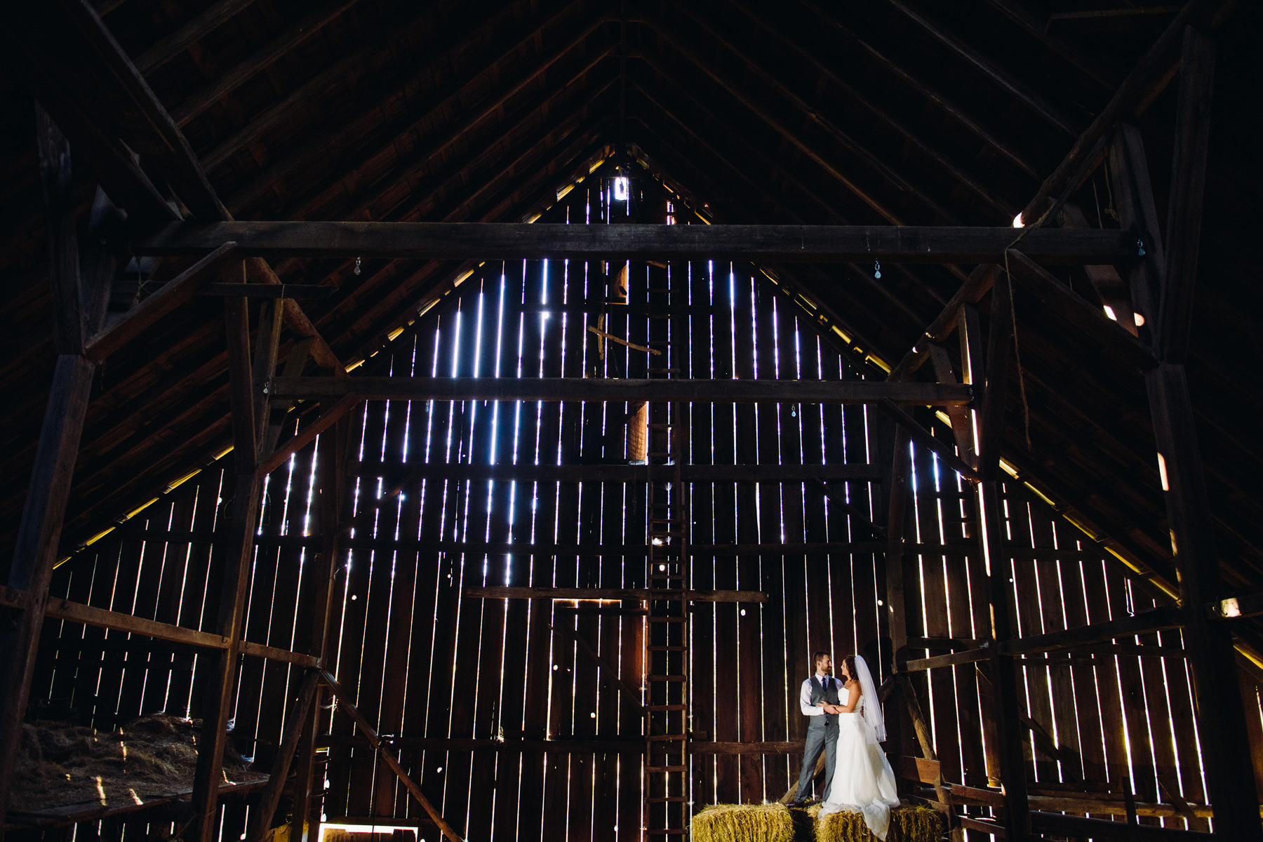 Pomeroy Farms barn wedding photos