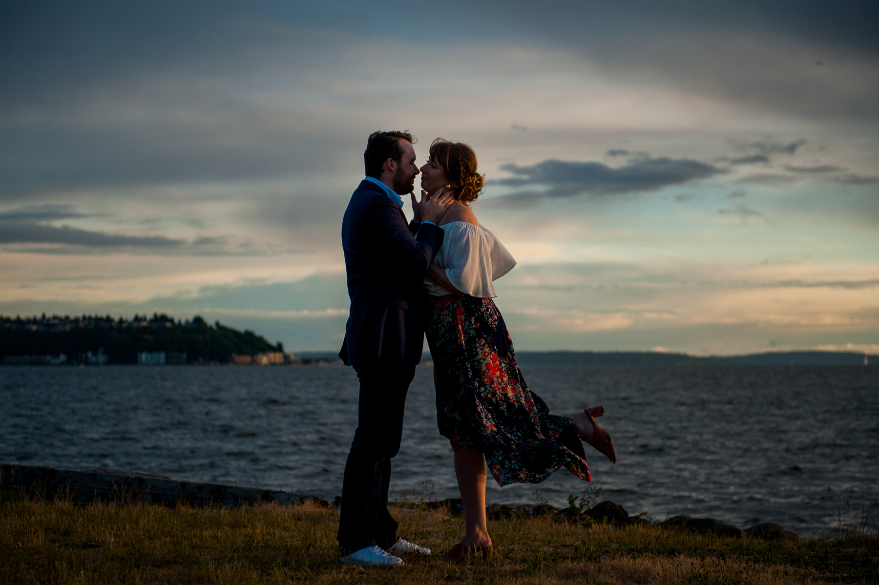 romantic seattle sunset engagement