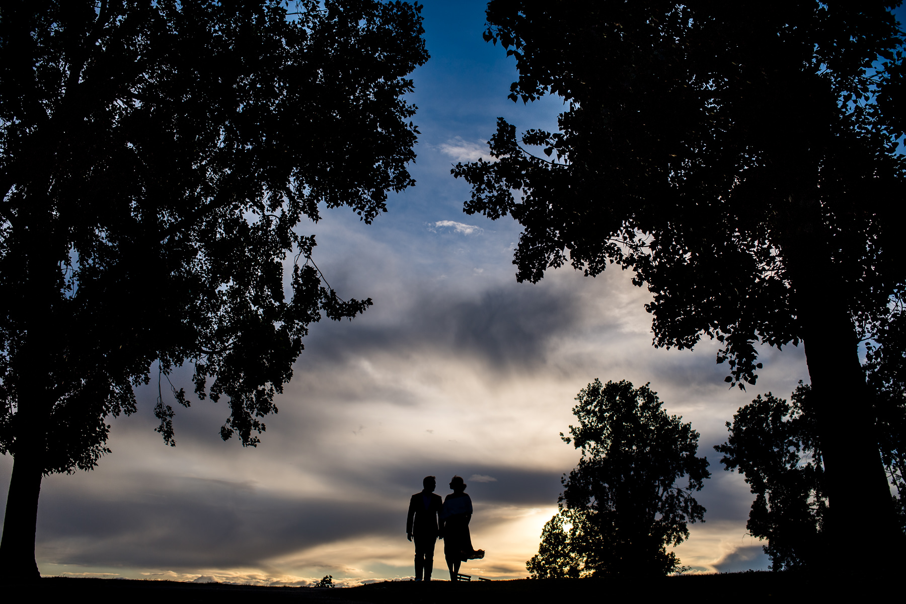 dramatic seattle sunset engagement session