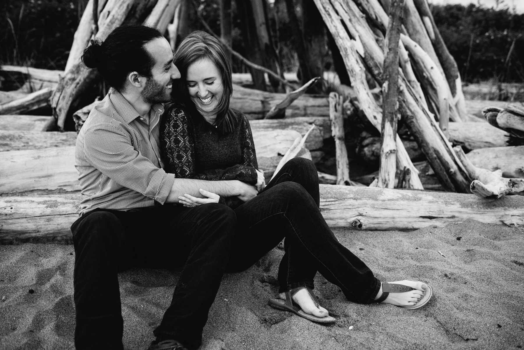 seattle beach engagement session