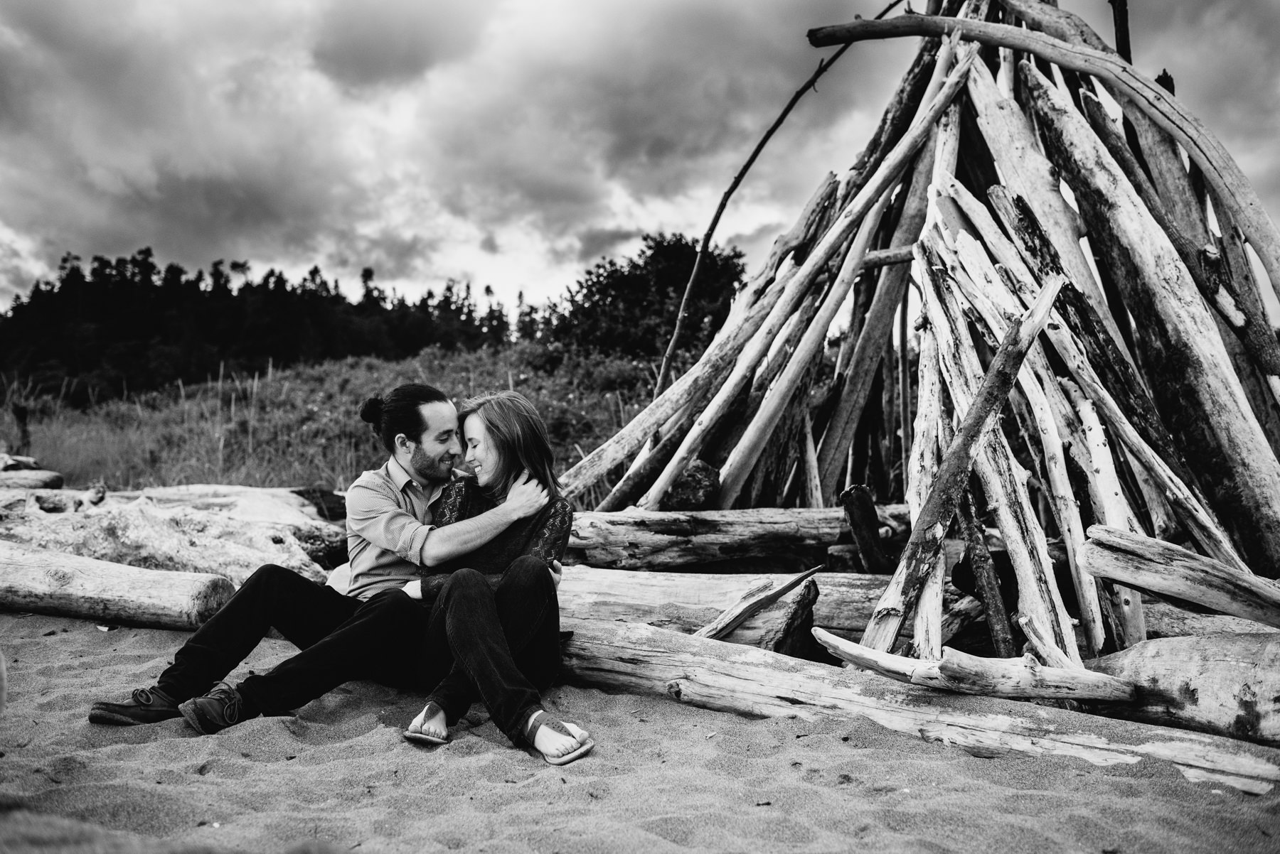 Washington driftwood fort engagement session