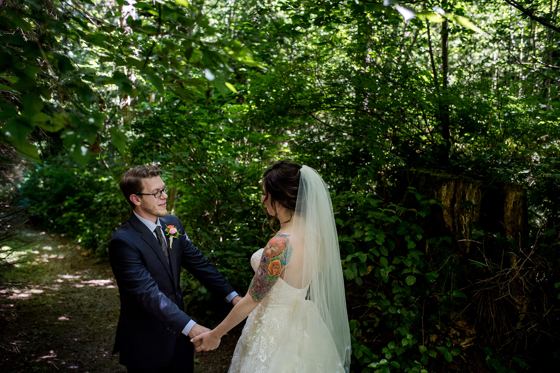 Bellingham backyard wedding first look