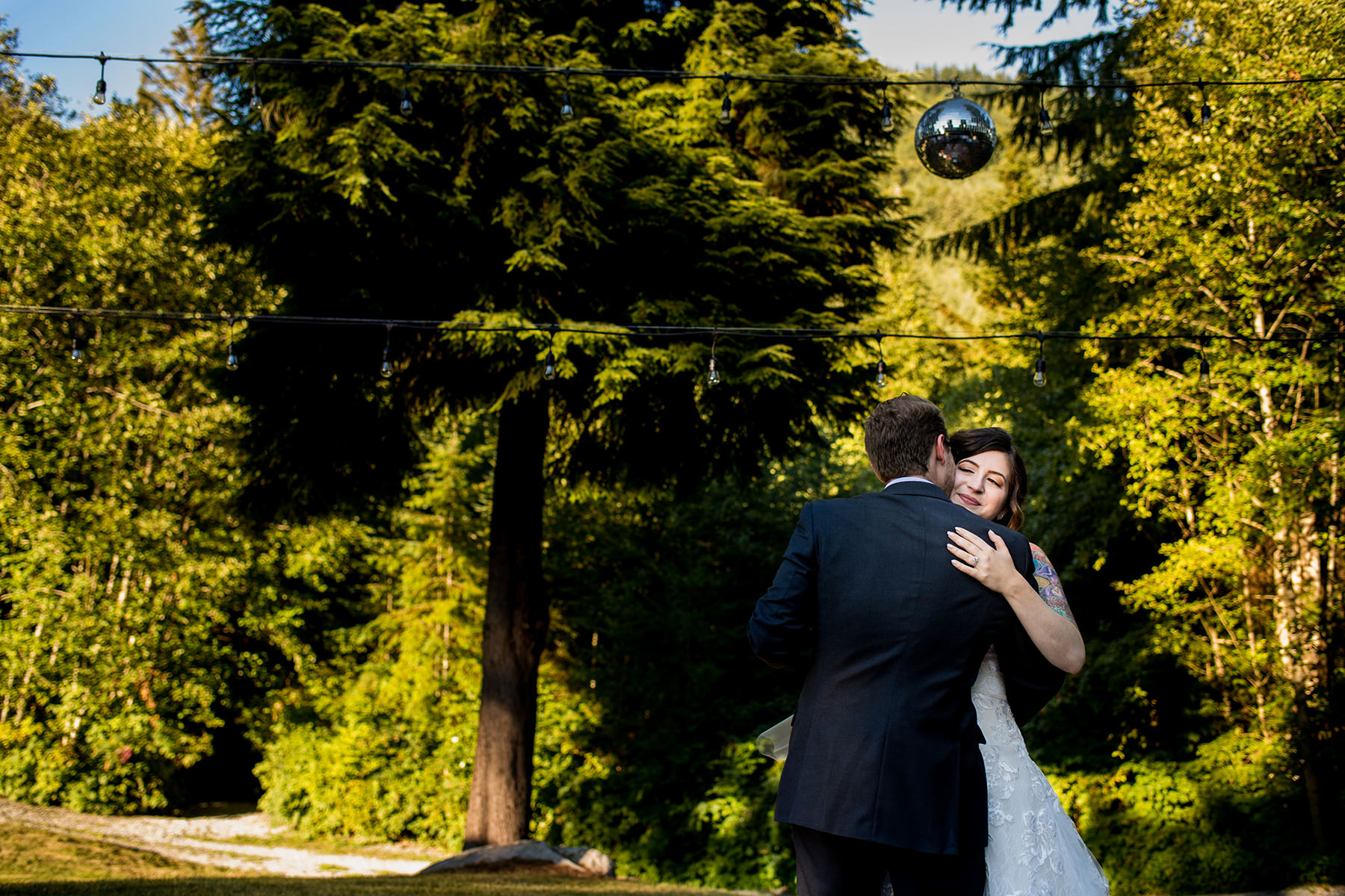 Bellingham backyard wedding first dances