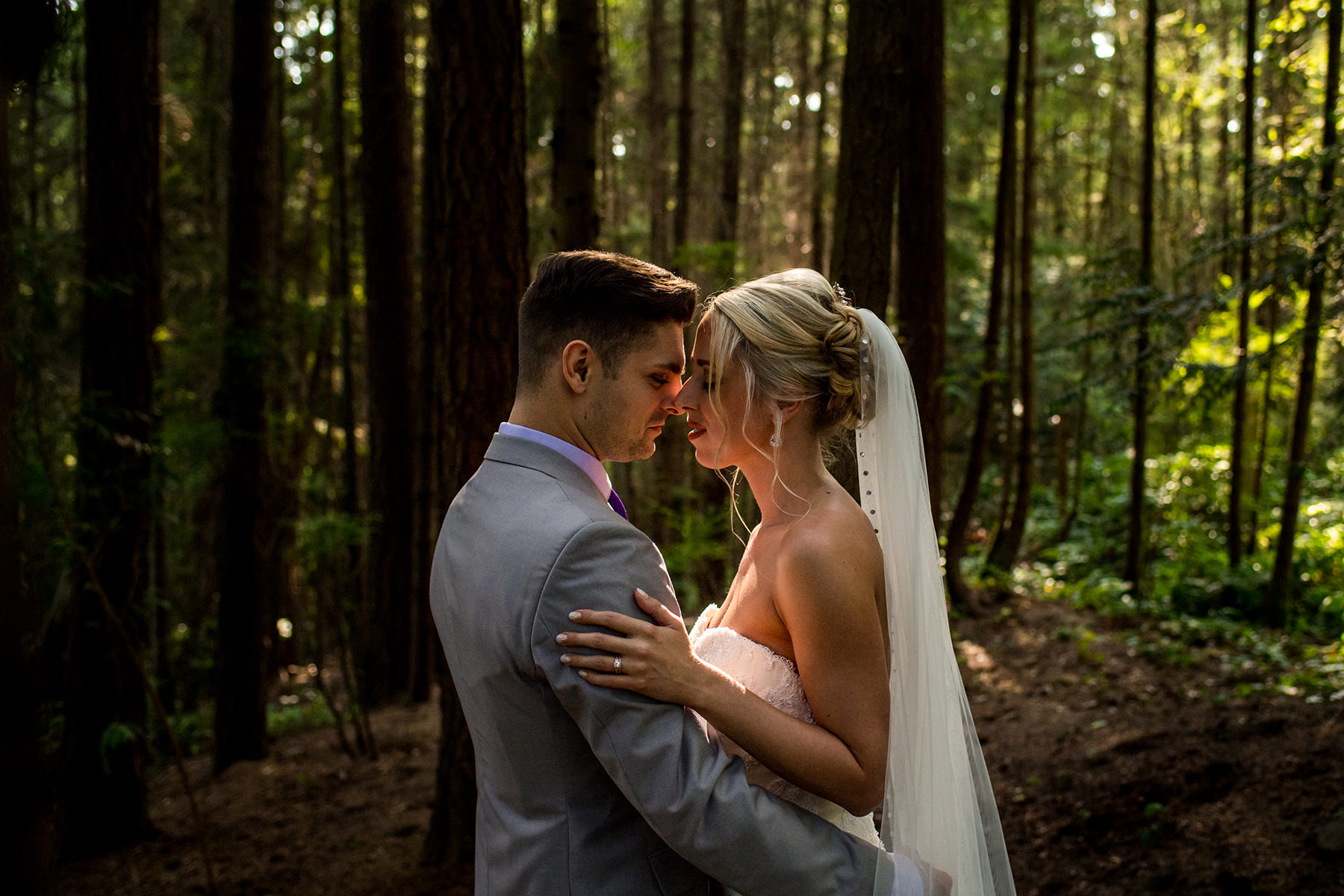 creative wedding portraits in the forest